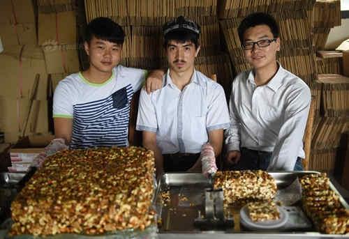 维汉大学生合伙网上卖切糕