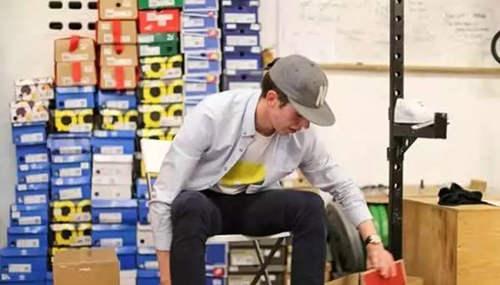 22岁小伙网上卖鞋年入40万 图1